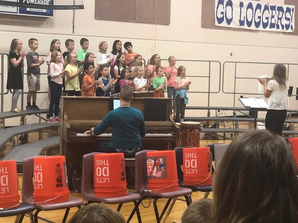 Choir performs for classmates